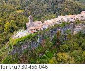 Купить «Castellfollit de la Roca on rocky cliff, Spain», фото № 30456046, снято 4 ноября 2018 г. (c) Яков Филимонов / Фотобанк Лори
