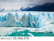 Купить «Vertical edge of glacier Perito Moreno», фото № 30456070, снято 2 февраля 2017 г. (c) Яков Филимонов / Фотобанк Лори