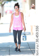 Ashley Tisdale wears a pink tank to display her lithe arms (2017 год). Редакционное фото, фотограф WENN.com / age Fotostock / Фотобанк Лори