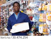 Купить «salesman of household store offering goods», фото № 30474254, снято 21 января 2019 г. (c) Яков Филимонов / Фотобанк Лори