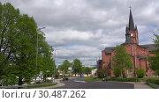 Купить «Облачный июньский день у старинной кирхи города Ловийса. Финляндия», видеоролик № 30487262, снято 3 июня 2017 г. (c) Виктор Карасев / Фотобанк Лори