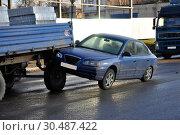 Купить «Passenger car collided with a tractor», фото № 30487422, снято 19 декабря 2011 г. (c) Ласточкин Евгений / Фотобанк Лори