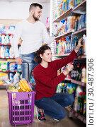 Купить «Couple choose some detergents», фото № 30487906, снято 14 марта 2017 г. (c) Яков Филимонов / Фотобанк Лори