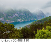 Купить «Stegastein Viewpoint view, Aurland, Norway», фото № 30488110, снято 18 июля 2013 г. (c) Юрий Брыкайло / Фотобанк Лори