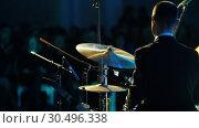 Купить «A calm musician man in costume playing drums at the jazz concert. Back view», видеоролик № 30496338, снято 8 июля 2020 г. (c) Константин Шишкин / Фотобанк Лори