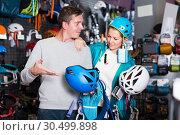 Купить «Athletes chooses climbing equipment», фото № 30499898, снято 25 октября 2017 г. (c) Яков Филимонов / Фотобанк Лори