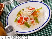 Купить «Cauliflower vegetable salad with stewed green beans and pepper», фото № 30500102, снято 19 апреля 2019 г. (c) Яков Филимонов / Фотобанк Лори