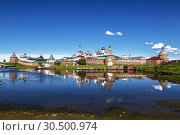 Spaso-Preobrazhensky the Solovetsky Stavropegial monastery with worship the cross in the bay of Well-being on the Bolshoy Solovetsky island in the White sea. Arkhangelsk region, Russia (2018 год). Стоковое фото, фотограф Наталья Волкова / Фотобанк Лори