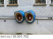 Купить «Городские таксофоны на фасаде здания почты. Площадь Маршала Жукова, 5. Город Малоярославец. Калужская область», эксклюзивное фото № 30501702, снято 27 мая 2015 г. (c) lana1501 / Фотобанк Лори