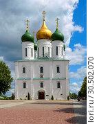 Купить «Assumption on the Cathedral Square of the Kolomna Kremlin», фото № 30502070, снято 9 июня 2018 г. (c) Алексей Голованов / Фотобанк Лори
