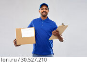 Купить «indian delivery man with parcel box and clipboard», фото № 30527210, снято 12 января 2019 г. (c) Syda Productions / Фотобанк Лори