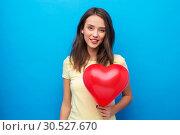 Купить «teenage girl with red heart-shaped balloon», фото № 30527670, снято 29 января 2019 г. (c) Syda Productions / Фотобанк Лори