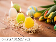 Купить «candles in shape of easter eggs and tulip flowers», фото № 30527762, снято 15 марта 2018 г. (c) Syda Productions / Фотобанк Лори