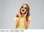 Купить «amazed teenage girl in yellow sunglasses», фото № 30528110, снято 29 января 2019 г. (c) Syda Productions / Фотобанк Лори