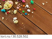 Купить «chocolate egg and candy drops on wooden table», фото № 30528502, снято 15 марта 2018 г. (c) Syda Productions / Фотобанк Лори