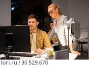 Купить «business team with computer working late at office», фото № 30529670, снято 26 ноября 2017 г. (c) Syda Productions / Фотобанк Лори