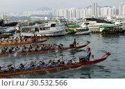 Dragon boat race, Shau Kei Wan, Hong Kong Island, Hong Kong, China, Asia. Стоковое фото, фотограф Ian Trower / age Fotostock / Фотобанк Лори
