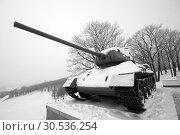 Old frozen russian WWII tank. Стоковое фото, фотограф Tryapitsyn Sergiy / Фотобанк Лори