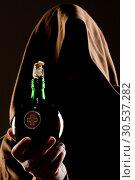 Купить «Mystery medieval doctor with medicine», фото № 30537282, снято 28 мая 2011 г. (c) Tryapitsyn Sergiy / Фотобанк Лори
