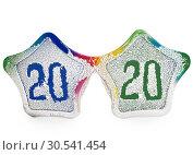 Купить «Разноцветные карнавальные очки покрытые искусственным снегом с надписью 2020», фото № 30541454, снято 29 ноября 2018 г. (c) Элина Гаревская / Фотобанк Лори