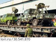 Купить «Improvised gun trucks of terrorists on a railway flatcar», фото № 30541870, снято 9 апреля 2019 г. (c) Евгений Харитонов / Фотобанк Лори