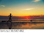 Купить «Female runing along the sea coast», фото № 30547482, снято 19 декабря 2013 г. (c) Tryapitsyn Sergiy / Фотобанк Лори