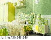 Купить «Nice bed in a hotel number», фото № 30548346, снято 29 мая 2014 г. (c) Tryapitsyn Sergiy / Фотобанк Лори