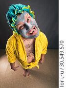 Купить «Strange man with face pack in the room», фото № 30549570, снято 15 октября 2014 г. (c) Tryapitsyn Sergiy / Фотобанк Лори
