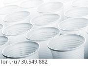 Купить «Lots of plastic drinking glasses», фото № 30549882, снято 7 ноября 2014 г. (c) Tryapitsyn Sergiy / Фотобанк Лори
