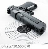 Target and gun. Стоковое фото, фотограф Tryapitsyn Sergiy / Фотобанк Лори