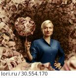 Купить «Woman holding men's faces», фото № 30554170, снято 19 сентября 2015 г. (c) Tryapitsyn Sergiy / Фотобанк Лори
