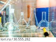 Flasks and test tubes. Стоковое фото, фотограф Tryapitsyn Sergiy / Фотобанк Лори