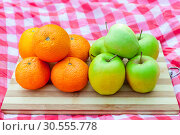 Купить «Apples and oranges», фото № 30555778, снято 3 июля 2016 г. (c) Tryapitsyn Sergiy / Фотобанк Лори