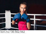 Woman boxing. Стоковое фото, фотограф Tryapitsyn Sergiy / Фотобанк Лори