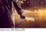 Купить «Serial murderer with bloody meat cleaver on road», фото № 30563278, снято 7 ноября 2016 г. (c) Tryapitsyn Sergiy / Фотобанк Лори