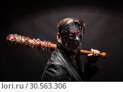 Купить «Bloody maniac in mask and black leather coat», фото № 30563306, снято 7 ноября 2016 г. (c) Tryapitsyn Sergiy / Фотобанк Лори