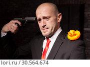 Купить «Contract murderer aims a pistol in his head», фото № 30564674, снято 19 января 2017 г. (c) Tryapitsyn Sergiy / Фотобанк Лори