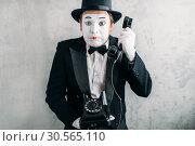 Купить «Pantomime actor performing with retro telephone», фото № 30565110, снято 12 февраля 2017 г. (c) Tryapitsyn Sergiy / Фотобанк Лори
