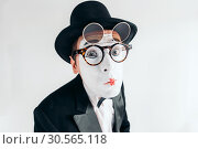 Купить «Pantomime actor face in glasses and makeup mask», фото № 30565118, снято 12 февраля 2017 г. (c) Tryapitsyn Sergiy / Фотобанк Лори