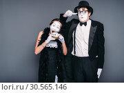 Купить «Mime actors performing, actress nibble alarm clock», фото № 30565146, снято 12 февраля 2017 г. (c) Tryapitsyn Sergiy / Фотобанк Лори