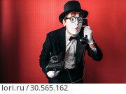 Купить «Mime theater actor performing with old telephone», фото № 30565162, снято 12 февраля 2017 г. (c) Tryapitsyn Sergiy / Фотобанк Лори