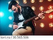 Male solo musican with electro guitar. Стоковое фото, фотограф Tryapitsyn Sergiy / Фотобанк Лори