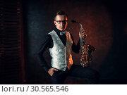 Купить «Male saxophonist posing with saxophone, jazz man», фото № 30565546, снято 4 марта 2017 г. (c) Tryapitsyn Sergiy / Фотобанк Лори