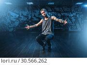 Male rapper in dance studio, trendy lifestyle. Стоковое фото, фотограф Tryapitsyn Sergiy / Фотобанк Лори