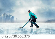 Ice hockey player in action on frozen lake. Стоковое фото, фотограф Tryapitsyn Sergiy / Фотобанк Лори