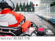 Купить «Karting racer, go kart driver in helmet, back view», фото № 30567178, снято 15 июня 2017 г. (c) Tryapitsyn Sergiy / Фотобанк Лори