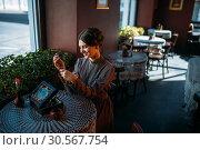 Купить «Woman with old fashion style beads in her hands», фото № 30567754, снято 20 августа 2017 г. (c) Tryapitsyn Sergiy / Фотобанк Лори