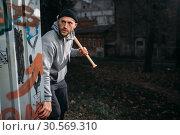 Купить «Male robber with baseball bat strikes fear», фото № 30569310, снято 21 ноября 2017 г. (c) Tryapitsyn Sergiy / Фотобанк Лори