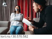 Купить «Robber shows a sharp knife to his female victim», фото № 30570582, снято 11 февраля 2018 г. (c) Tryapitsyn Sergiy / Фотобанк Лори
