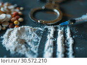 Купить «Druggy kit, dose in spoon, addiction concept», фото № 30572210, снято 2 июня 2018 г. (c) Tryapitsyn Sergiy / Фотобанк Лори